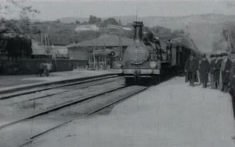 <em>A vonat érkezése</em> (L'Arrivée d'un train a La Ciotat. Auguste Lumière, Louis Lumière, 1895)