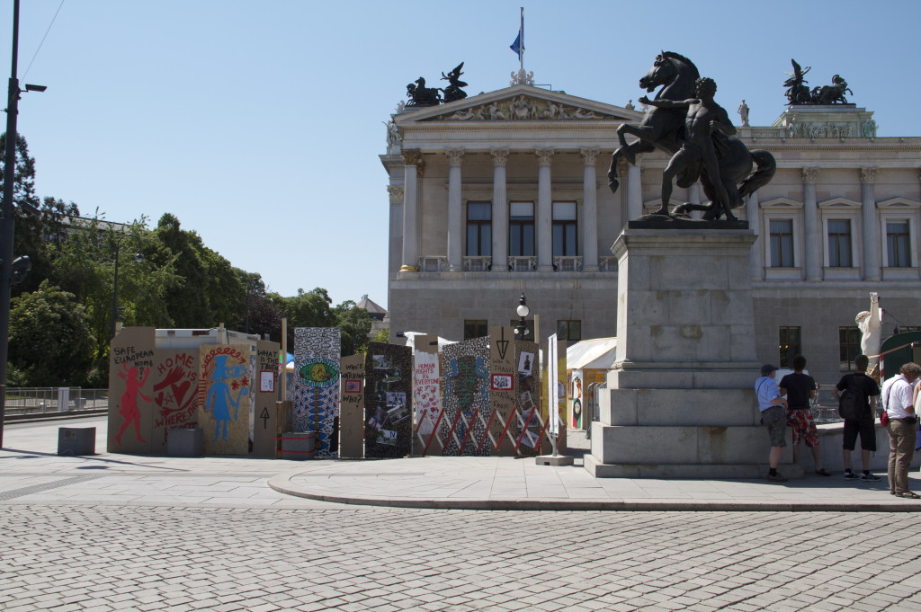 Damian and Delaine Le Bas: Biztonságos európai otthon? Installáció, Bécs, 2011
