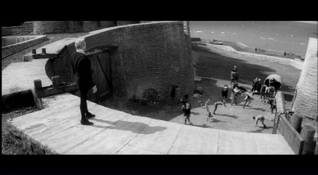 5. <em>Hamlet</em> (Grigori Kozintsev, 1964): Kozintsev 1964-es verziójában kitüntetett szerep jut a végtelen távlatoknak, a víznek, az égboltnak.