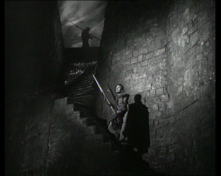 A film noir jellegzetes képvilága (<em>Hamlet</em>. Laurence Olivier, 1948)