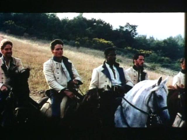A <em>Sok hűhó semmiért</em> című film elején Don Pedro és csapata lóháton érkezik, szilaj vágtában a dombon át - egyértelműen A hét mesterlövész jeleneteit idézve. (Much Ado About Nothing. Kenneth Branagh 1993)