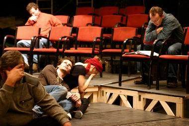 Próbakép, Tim Carroll és a színészek. Fotó: Nehéz Andrea