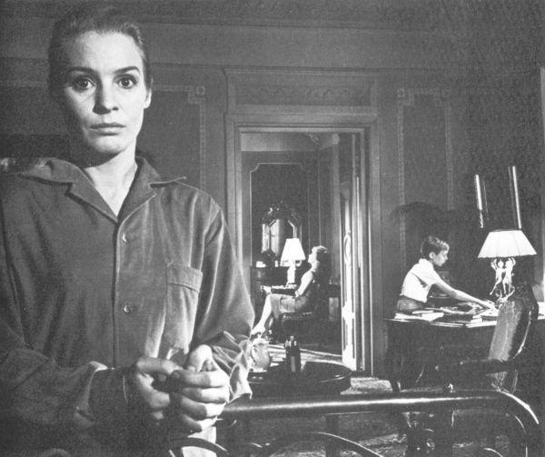 A <em>Csend</em> (<em>Tystnaden</em>. Ingmar Bergman, 1963) zárt terei.