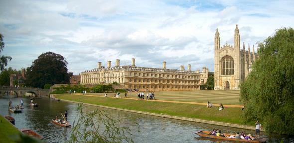 Egy földrajzi reália: the Backs, azaz a Cam folyóig húzódó egyetemi terület Cambridge-ben