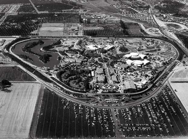 Az anaheimi Disneyland madártávaltból, 1955-ben.