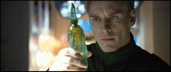 David kezében az élet másik eredetével. <em>Prometheus</em>(Ridley Scott, 2012)